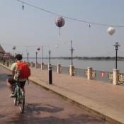 Radtour am Mekongufer
