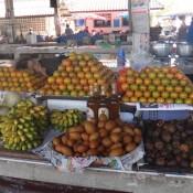 auf dem Markt (hinter den Orangen lässt es sich gut schlafen)