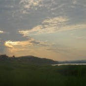 Puesta de sol en la orilla del río Mekong
