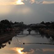 Doppelter Sonnenuntergang Am Fluss Wang