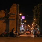 Tha Phae Tor Bei Nacht