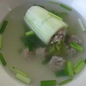 Mit Hackfleisch Gefüllte Gurke In Suppe