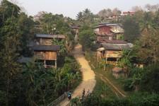 Blick auf das Dorf (Dschungel-Trekking – von Spinnen, Schlangen und Maulwürfen)
