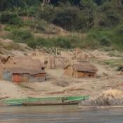 Hütten Und Gärten Am Ufer