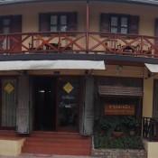 Häuserfront Am Mekong