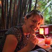 """Nicole Probiert Seegras Mit Sesam Im Restaurant """"dyen Sabai"""""""