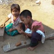 Dorfkinder Spielen Mit Lehm