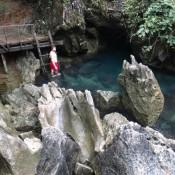 Quelle Am Fuß Der Höhle