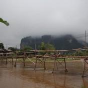 Holzbrücke Zum Anderen Ufer