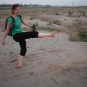 Durch Das Ausgetrocknete Mekong Flußbett
