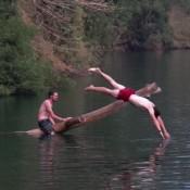 Sprung Ins Frische Wasser Des Kratersees