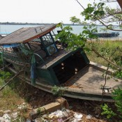 Schiffswrack Am Mekong Ufer