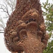 Naga Schlangen Denkmal – Aus Alten Waffen Gebaut