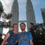 Seppel Und Ich Vor Den Petronas Twin Towers