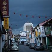 In Den Strassen Von Kuching – Ein Unwetter Zieht Auf