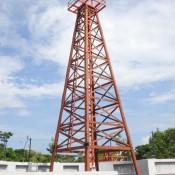 "Der Erste Ölbohrturm Malaysias ""the Grand Old Lady"""