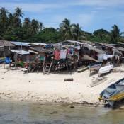 Hütten Der Einheimischen Am Strand Der Insel Mabul