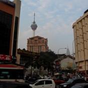 In Kuala Lumpur (im Hintergrund Der Kl Tower Und Die Petronas Towers)