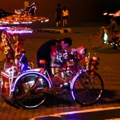 Schön Dekorierte Und Beleuchtete Fahrrad Rikschas