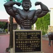 Denkmal Von Mr. Universe (aus Melaka)