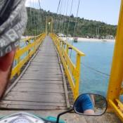 über Die Brücke Zur Insel Ceningan