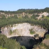 Der Dritte Kratersee – In Schwarzer Farbe