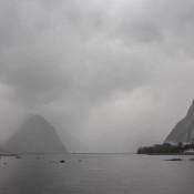 Dicke Regenwolken Am Milford Sound