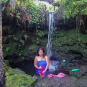 Lina Unterm Wasserfall