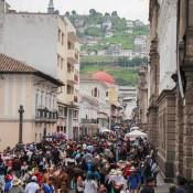 Viele Menschen In Der Straße Garcia Moreno