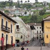 """Blick Auf """"el Panecillo"""" Mit Der Statue Der """"jungfrau Von Quito"""""""