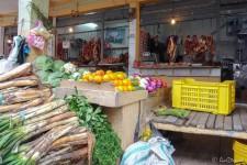Gemüse und Fleisch (Otavalo's Märkte)