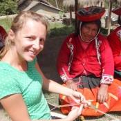 Nicole Probiert Sich Auch Beim Weben