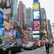 bunte Leuchtreklame am Times Square