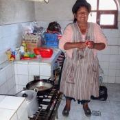 Cecilia Beim Kochen