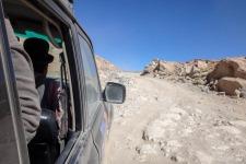 Huckelpiste vor uns (Salar de Uyuni – Der größte Salzsee der Welt)